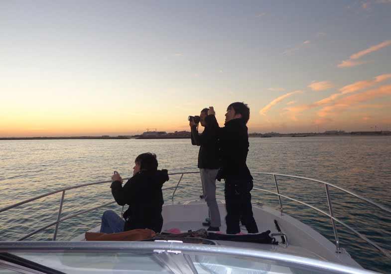 Luxurious Sunset Cruise Dubai Tour
